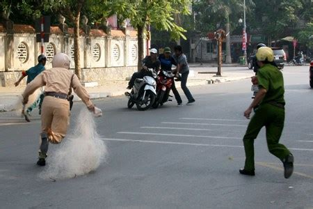 Bad cop, good cop | Society | Thanh Nien Daily